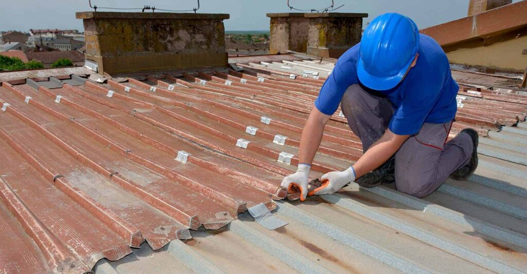 Free Roof Inspection-Quality Metal Roofing Crew of Plantation