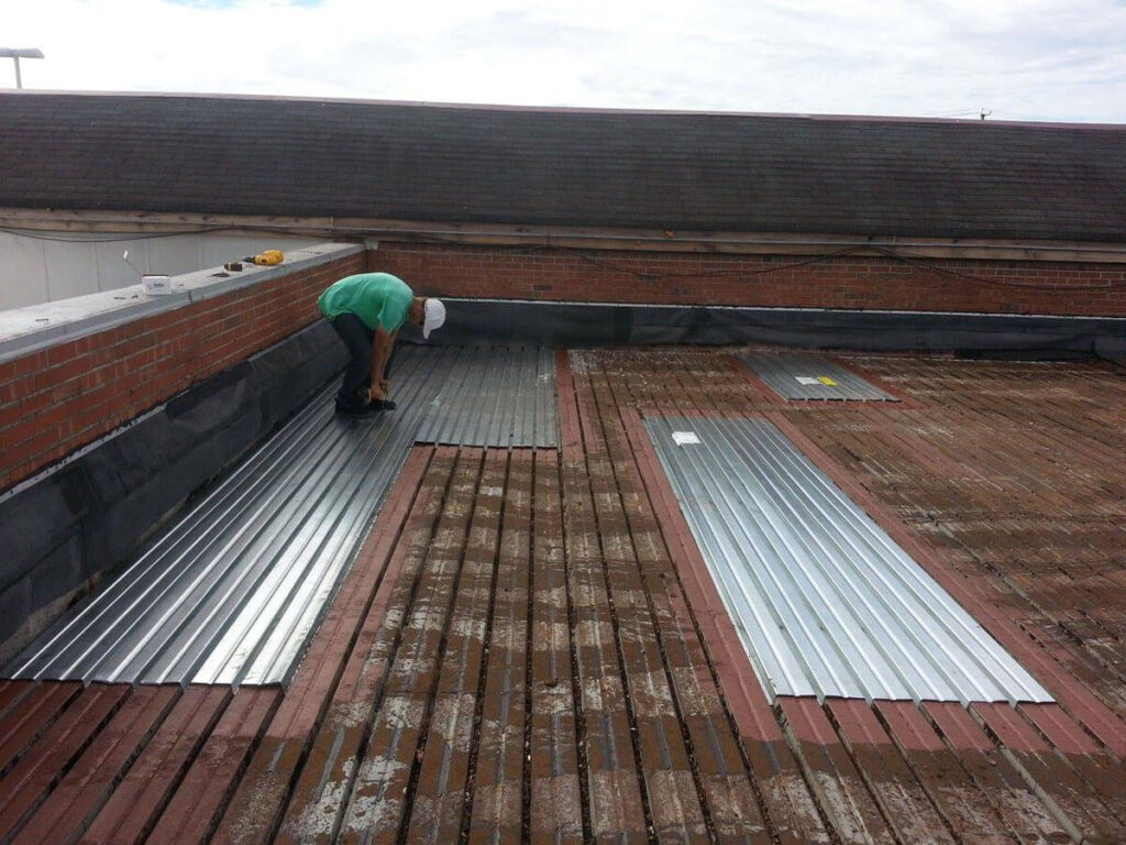 Metal Roof Replacement-Quality Metal Roofing Crew of Plantation